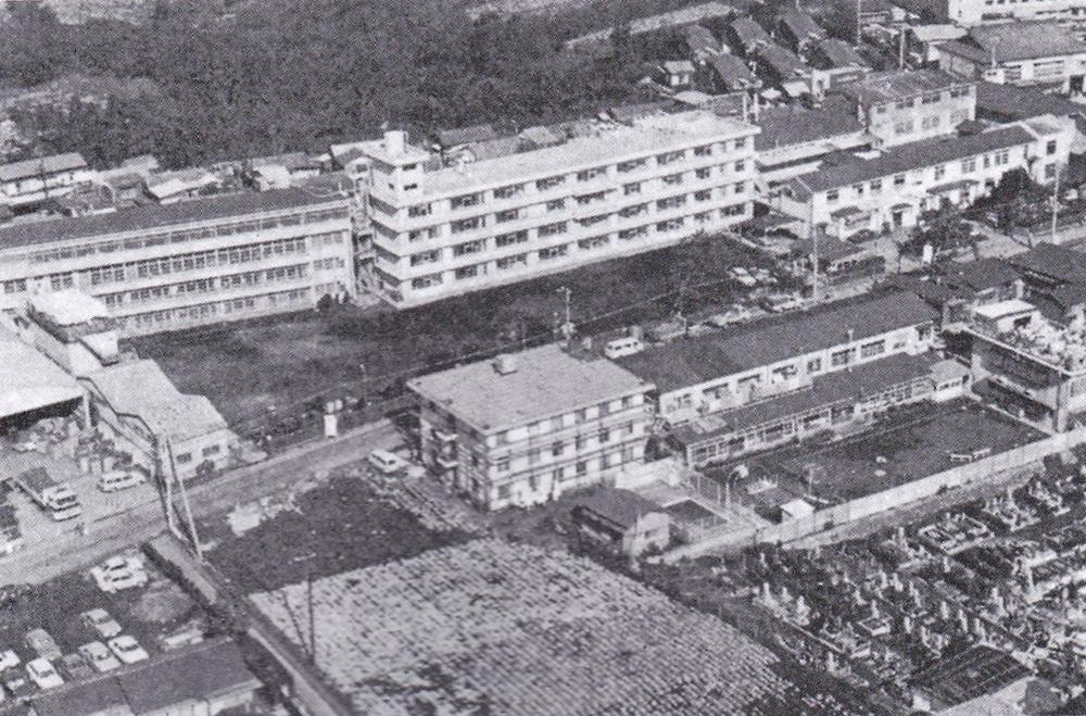 昭和46年に新築された病棟(中央4階建)